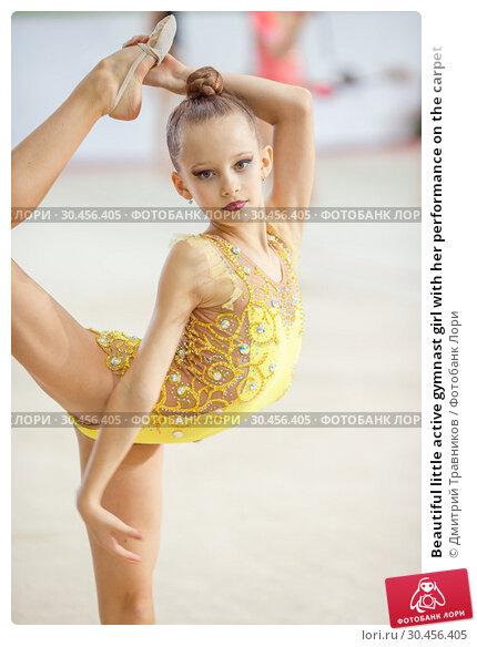 Beautiful little active gymnast girl with her performance on the carpet. Стоковое фото, фотограф Дмитрий Травников / Фотобанк Лори