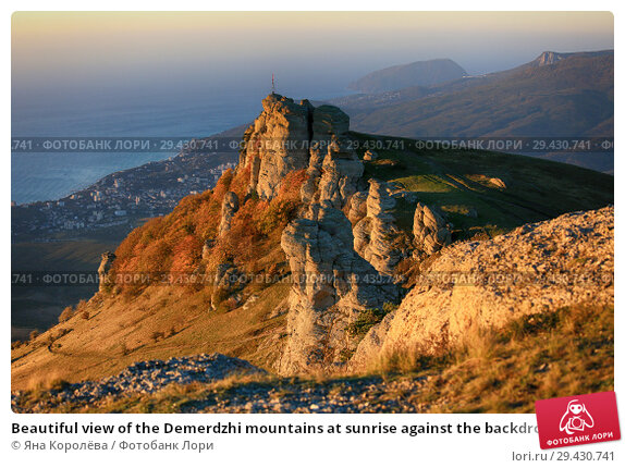 Купить «Beautiful view of the Demerdzhi mountains at sunrise against the backdrop of the sea in the fall in Crimea», фото № 29430741, снято 13 октября 2018 г. (c) Яна Королёва / Фотобанк Лори