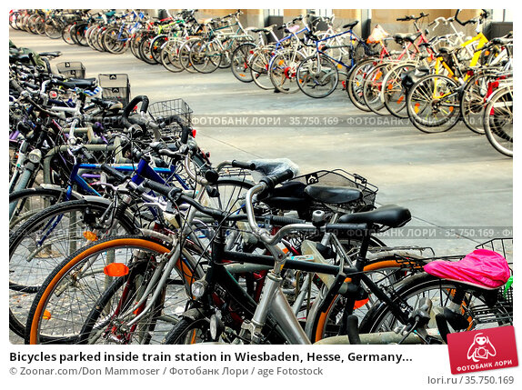 Bicycles parked inside train station in Wiesbaden, Hesse, Germany... Стоковое фото, фотограф Zoonar.com/Don Mammoser / age Fotostock / Фотобанк Лори