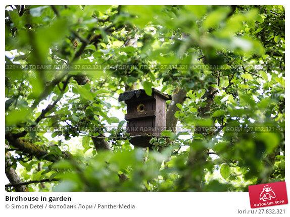 Купить «Birdhouse in garden», фото № 27832321, снято 22 октября 2018 г. (c) PantherMedia / Фотобанк Лори