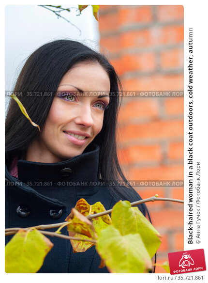 Black-haired woman in a black coat outdoors, cold weather, autumn. Стоковое фото, фотограф Анна Гучек / Фотобанк Лори
