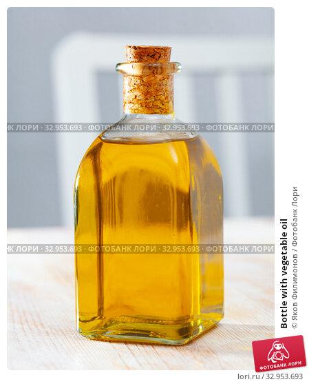 Bottle with vegetable oil. Стоковое фото, фотограф Яков Филимонов / Фотобанк Лори