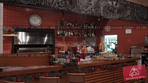 Bottles of alcohol in bar, видеоролик № 25795417, снято 17 марта 2016 г. (c) Алексей Макаров / Фотобанк Лори