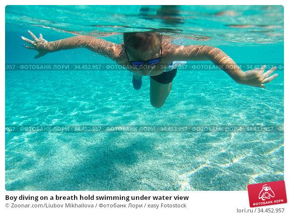 Boy diving on a breath hold swimming under water view. Стоковое фото, фотограф Zoonar.com/Liubov Mikhailova / easy Fotostock / Фотобанк Лори