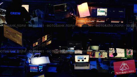 Broadcast audio and video equipment working at business conference (2019 год). Редакционное видео, видеограф Антон Гвоздиков / Фотобанк Лори