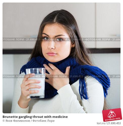 Купить «Brunette gargling throat with medicine», фото № 21690453, снято 27 января 2020 г. (c) Яков Филимонов / Фотобанк Лори