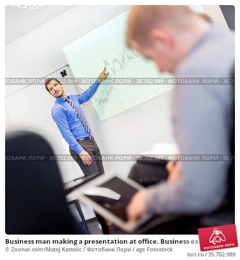 Business man making a presentation at office. Business executive ... Стоковое фото, фотограф Zoonar.com/Matej Kastelic / age Fotostock / Фотобанк Лори