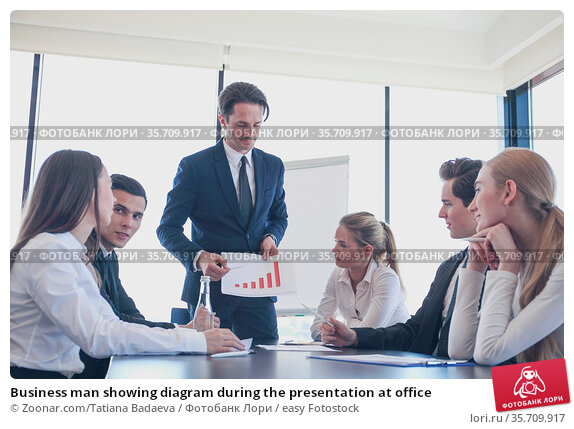 Business man showing diagram during the presentation at office. Стоковое фото, фотограф Zoonar.com/Tatiana Badaeva / easy Fotostock / Фотобанк Лори