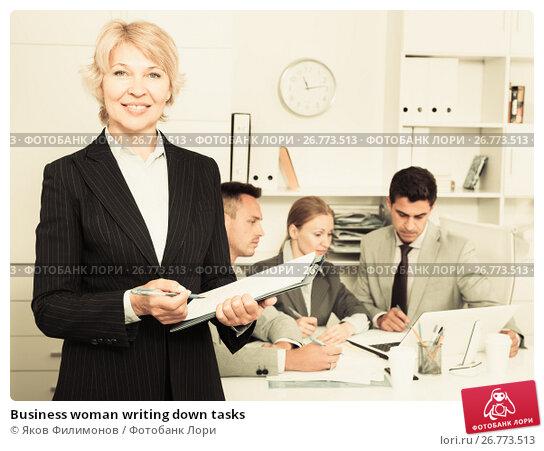 Business woman writing down tasks, фото № 26773513, снято 1 июля 2017 г. (c) Яков Филимонов / Фотобанк Лори