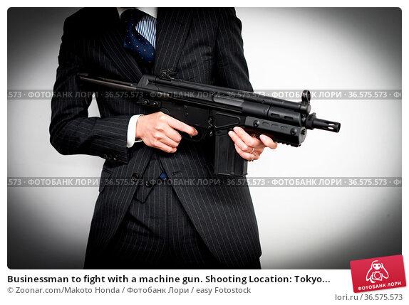 Businessman to fight with a machine gun. Shooting Location: Tokyo... Стоковое фото, фотограф Zoonar.com/Makoto Honda / easy Fotostock / Фотобанк Лори