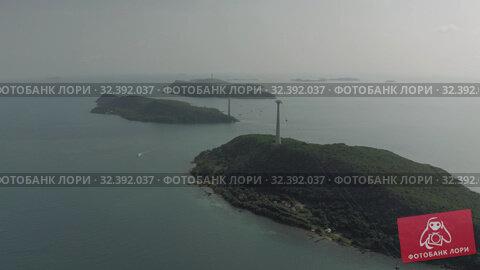 Купить «Cable car Fanicular to Pinepple Island in Vietnam 4K Drone shot», видеоролик № 32392037, снято 4 ноября 2019 г. (c) Aleksejs Bergmanis / Фотобанк Лори