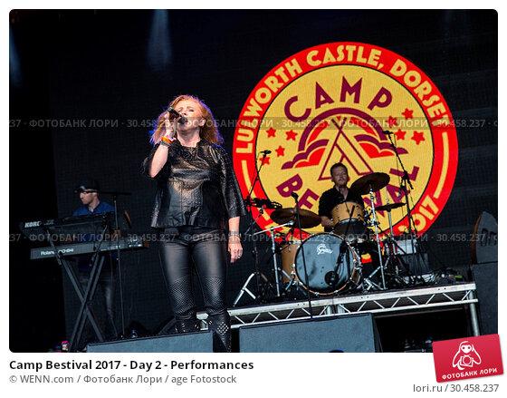 Camp Bestival 2017 - Day 2 - Performances. Редакционное фото, фотограф WENN.com / age Fotostock / Фотобанк Лори