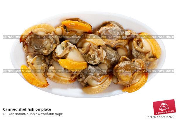 Canned shellfish on plate. Стоковое фото, фотограф Яков Филимонов / Фотобанк Лори