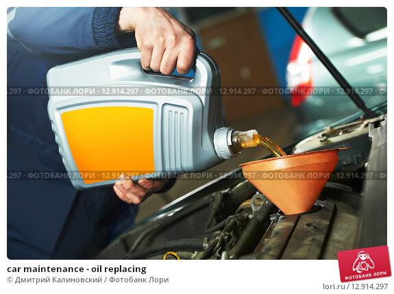 Купить «car maintenance - oil replacing», фото № 12914297, снято 31 марта 2012 г. (c) Дмитрий Калиновский / Фотобанк Лори