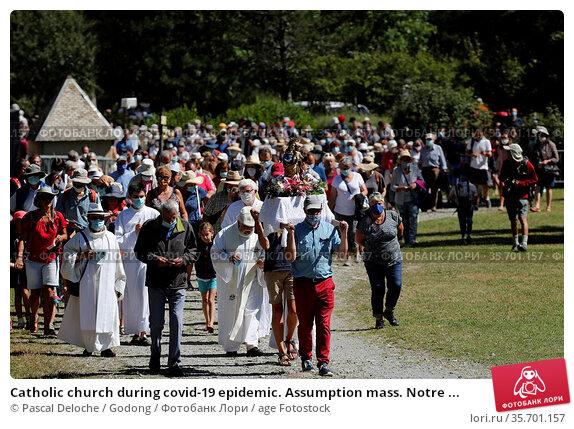 Catholic church during covid-19 epidemic. Assumption mass. Notre ... Стоковое фото, фотограф Pascal Deloche / Godong / age Fotostock / Фотобанк Лори
