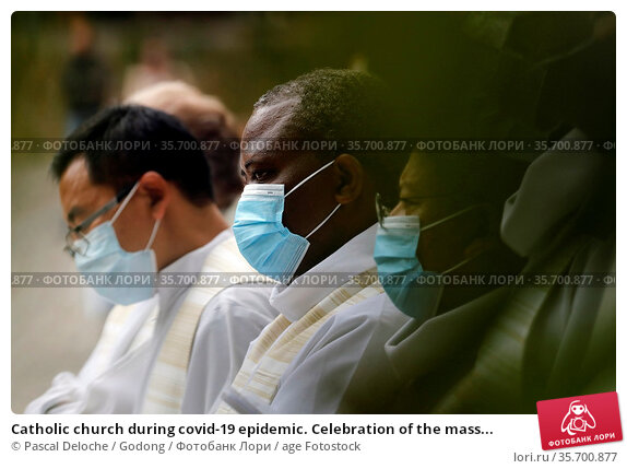 Catholic church during covid-19 epidemic. Celebration of the mass... Стоковое фото, фотограф Pascal Deloche / Godong / age Fotostock / Фотобанк Лори