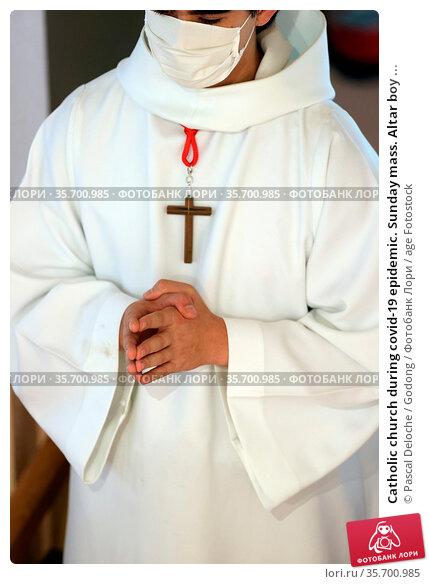 Catholic church during covid-19 epidemic. Sunday mass. Altar boy ... Стоковое фото, фотограф Pascal Deloche / Godong / age Fotostock / Фотобанк Лори