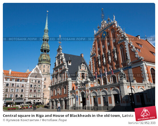 Central square in Riga and House of Blackheads in the old town, Latvia (2016 год). Стоковое фото, фотограф Куликов Константин / Фотобанк Лори