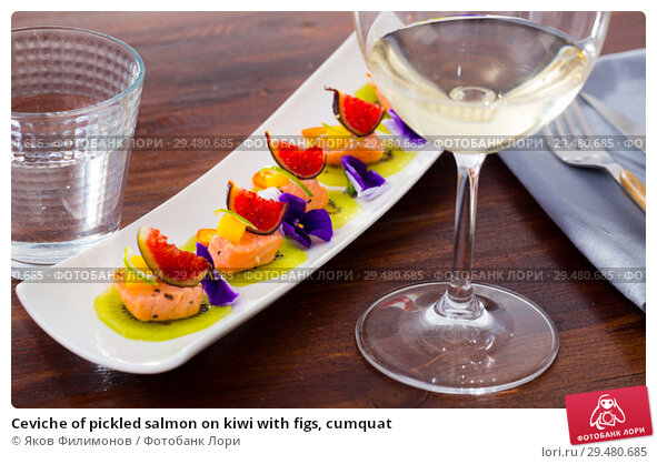 Купить «Ceviche of pickled salmon on kiwi with figs, cumquat», фото № 29480685, снято 21 марта 2019 г. (c) Яков Филимонов / Фотобанк Лори