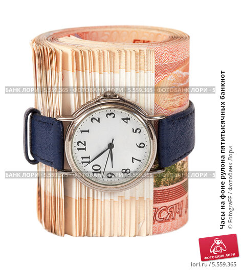 Купить «Часы на фоне рулона пятитысячных банкнот», фото № 5559365, снято 10 июля 2020 г. (c) FotograFF / Фотобанк Лори