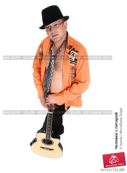 Человек с гитарой, фото № 123209, снято 5 августа 2007 г. (c) hunta / Фотобанк Лори