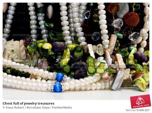 Купить «Chest full of jewelry treasures», фото № 8606821, снято 26 мая 2019 г. (c) PantherMedia / Фотобанк Лори