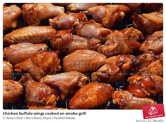 Купить «Chicken buffalo wings cooked on smoke grill», фото № 27789453, снято 16 июня 2019 г. (c) PantherMedia / Фотобанк Лори