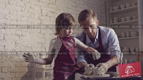 Купить «Child and adult in a creative workshop», видеоролик № 26476005, снято 15 сентября 2019 г. (c) Raev Denis / Фотобанк Лори