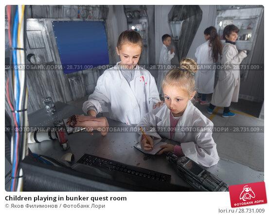 Купить «Children playing in bunker quest room», фото № 28731009, снято 21 октября 2017 г. (c) Яков Филимонов / Фотобанк Лори