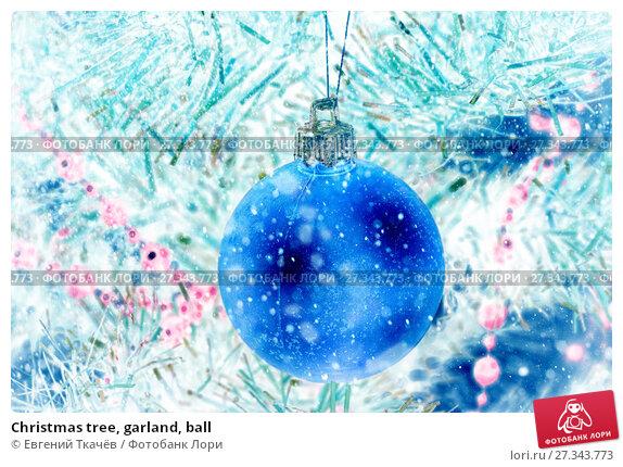 Купить «Christmas tree, garland, ball», фото № 27343773, снято 20 декабря 2015 г. (c) Евгений Ткачёв / Фотобанк Лори