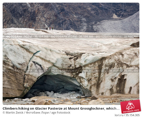 Climbers hiking on Glacier Pasterze at Mount Grossglockner, which... Стоковое фото, фотограф Martin Zwick / age Fotostock / Фотобанк Лори