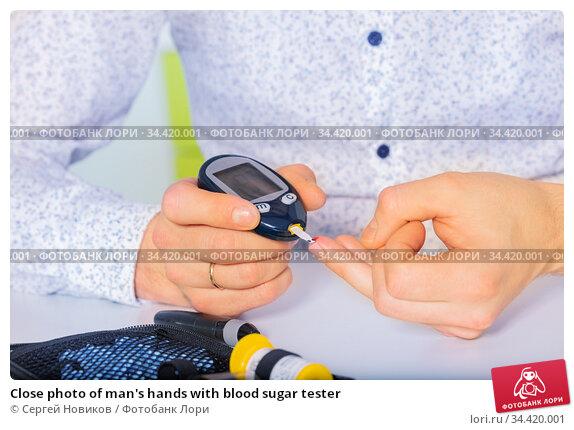 Close photo of man's hands with blood sugar tester. Стоковое фото, фотограф Сергей Новиков / Фотобанк Лори