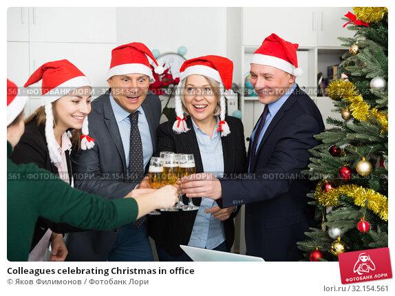 Купить «Colleagues celebrating Christmas in office», фото № 32154561, снято 14 января 2019 г. (c) Яков Филимонов / Фотобанк Лори