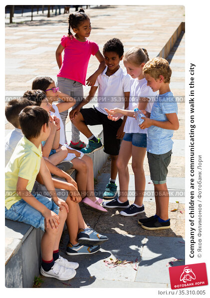 Company of children are communicating on walk in the city. Стоковое фото, фотограф Яков Филимонов / Фотобанк Лори