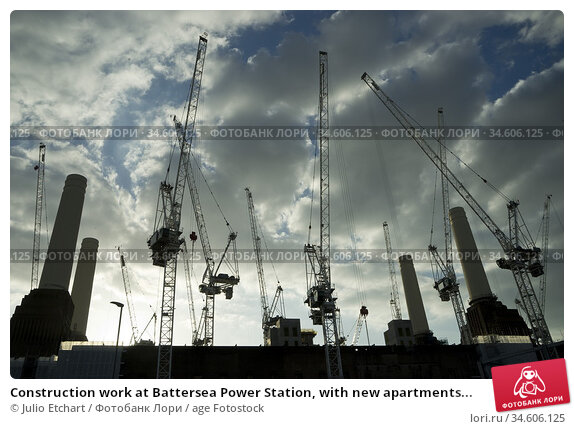 Construction work at Battersea Power Station, with new apartments... Стоковое фото, фотограф Julio Etchart / age Fotostock / Фотобанк Лори