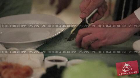 Cook cooking on a kitchen, видеоролик № 25795029, снято 14 марта 2016 г. (c) Алексей Макаров / Фотобанк Лори