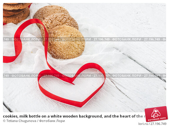 Купить «cookies, milk bottle on a white wooden background, and the heart of the red ribbon», фото № 27196749, снято 11 мая 2017 г. (c) Tetiana Chugunova / Фотобанк Лори