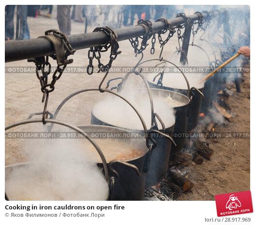 Купить «Cooking in iron cauldrons on open fire», фото № 28917969, снято 13 февраля 2018 г. (c) Яков Филимонов / Фотобанк Лори