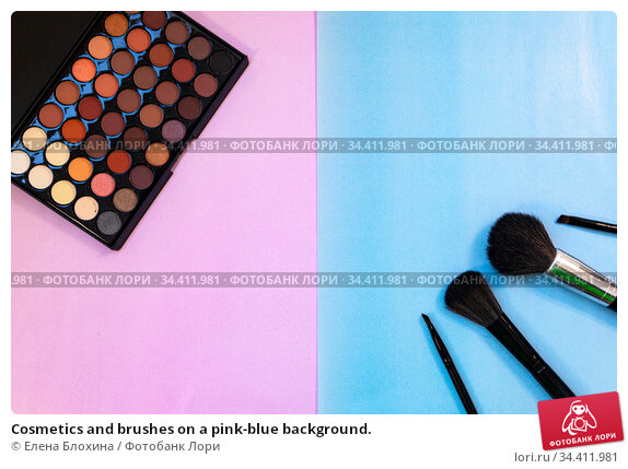 Cosmetics and brushes on a pink-blue background. Стоковое фото, фотограф Елена Блохина / Фотобанк Лори