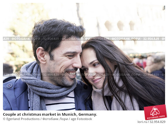 Couple at christmas market in Munich, Germany. Стоковое фото, фотограф Egerland Productions / age Fotostock / Фотобанк Лори