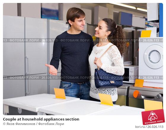 Купить «Couple at household appliances section», фото № 26026113, снято 22 ноября 2017 г. (c) Яков Филимонов / Фотобанк Лори