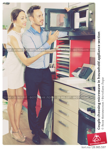 Купить «Couple choosing microwave in household appliance section», фото № 28985597, снято 15 июня 2017 г. (c) Яков Филимонов / Фотобанк Лори