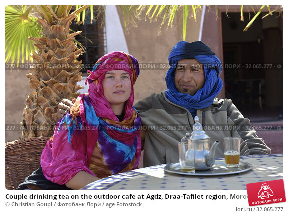 Couple drinking tea on the outdoor cafe at Agdz, Draa-Tafilet region, Morocco, North West Africa. (2019 год). Редакционное фото, фотограф Christian Goupi / age Fotostock / Фотобанк Лори