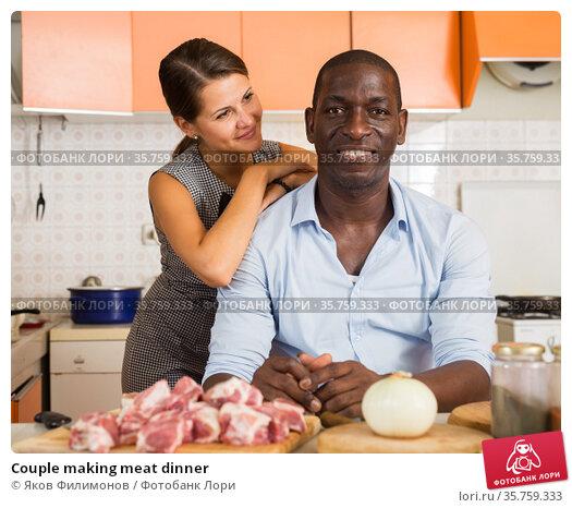 Couple making meat dinner. Стоковое фото, фотограф Яков Филимонов / Фотобанк Лори