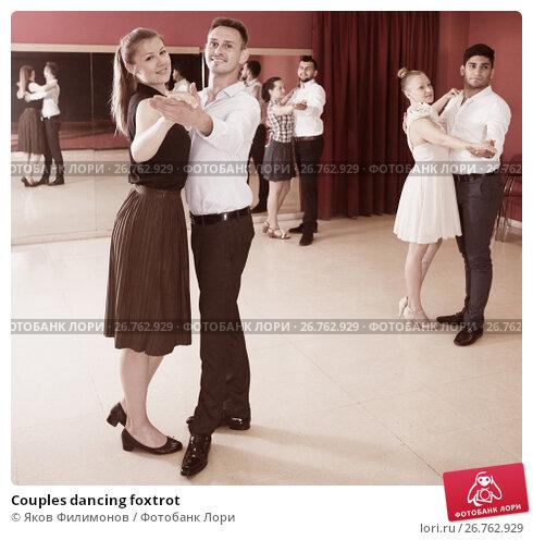 Couples dancing foxtrot, фото № 26762929, снято 24 мая 2017 г. (c) Яков Филимонов / Фотобанк Лори