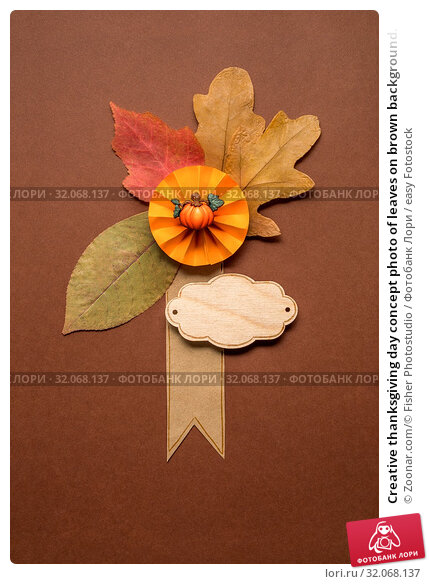 Creative thanksgiving day concept photo of leaves on brown background. Стоковое фото, фотограф Zoonar.com/© Fisher Photostudio / easy Fotostock / Фотобанк Лори