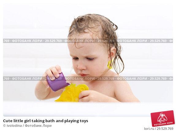 Купить «Cute little girl taking bath and playing toys», фото № 29529769, снято 21 августа 2018 г. (c) ivolodina / Фотобанк Лори