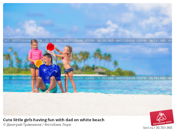 Купить «Cute little girls having fun with dad on white beach», фото № 30761965, снято 9 апреля 2015 г. (c) Дмитрий Травников / Фотобанк Лори