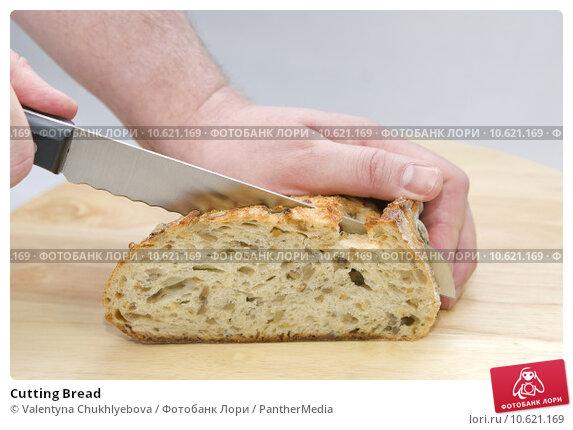 Cutting Bread. Стоковое фото, фотограф Valentyna Chukhlyebova / PantherMedia / Фотобанк Лори