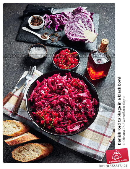 Купить «Danish Red Cabbage in a black bowl», фото № 32317121, снято 22 июля 2019 г. (c) Oksana Zh / Фотобанк Лори